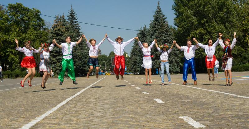В создании открытки принимали участие 20 волонтеров — сотрудников компании «Киевстар» под руководством профессиональных художников Одессы