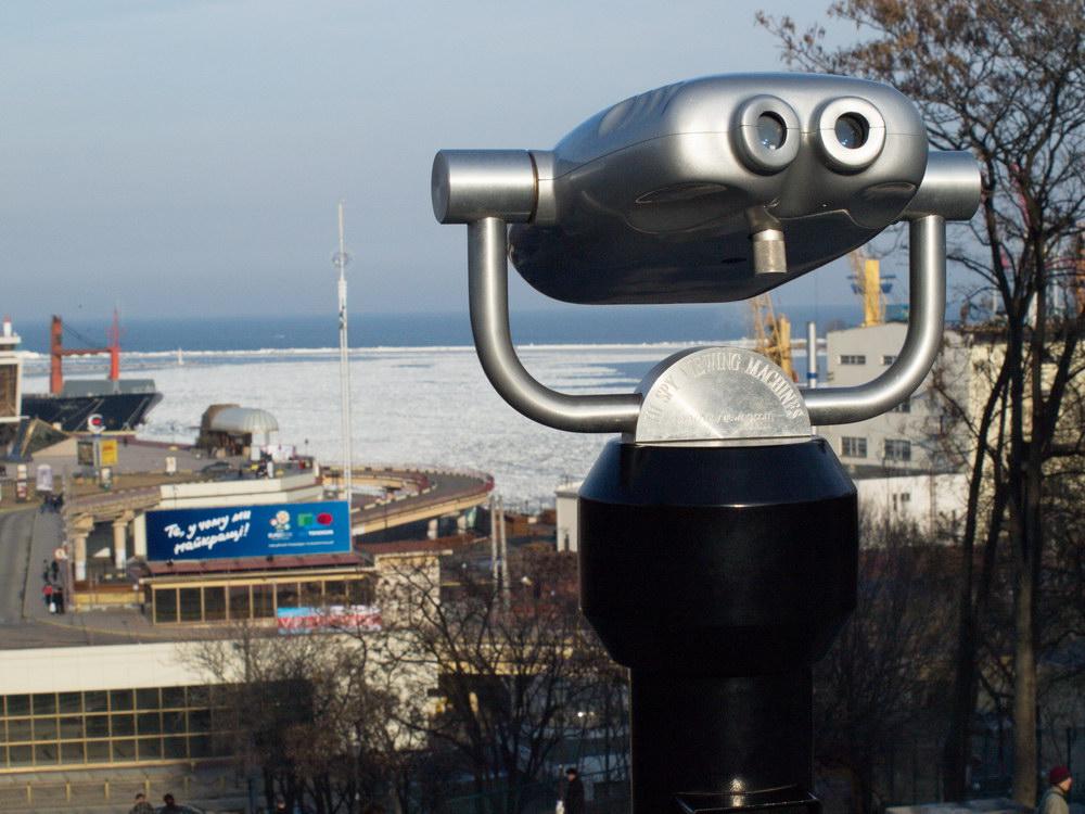 На морской порт Одессы можно посмотреть в бинокль