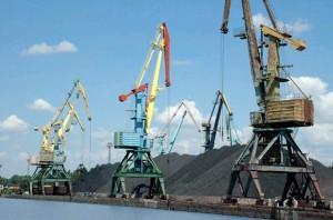 Объем экспортных грузов через порты Украины растет, импортных - падает