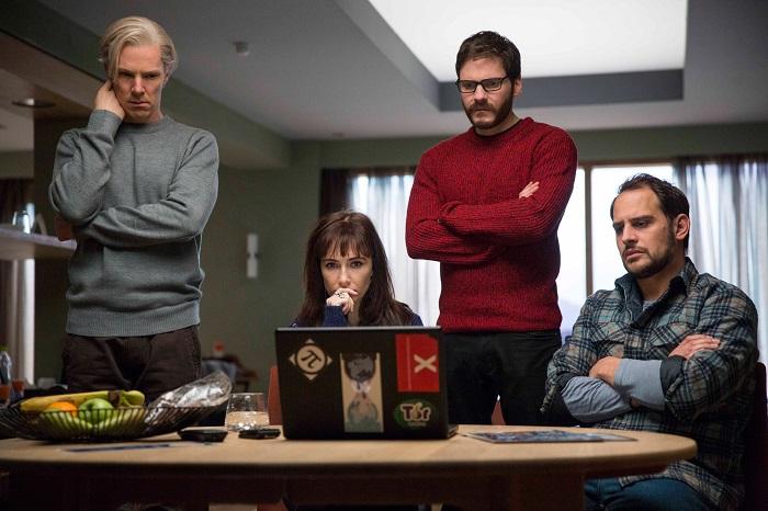 «Пятая власть» — шпионский триллер об австралийском интернет-журналисте Джулиане Ассанже, который создал сайт Wikileaks, на котором в открытом доступе выкладывал сверхсекретные материалы о шпионских скандалах, взламывая базы данных спецслужб США и разнообразных секретных организаций