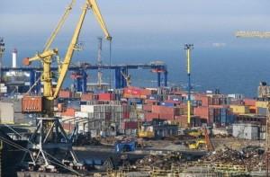 Краны и контейнеры Одесского порта