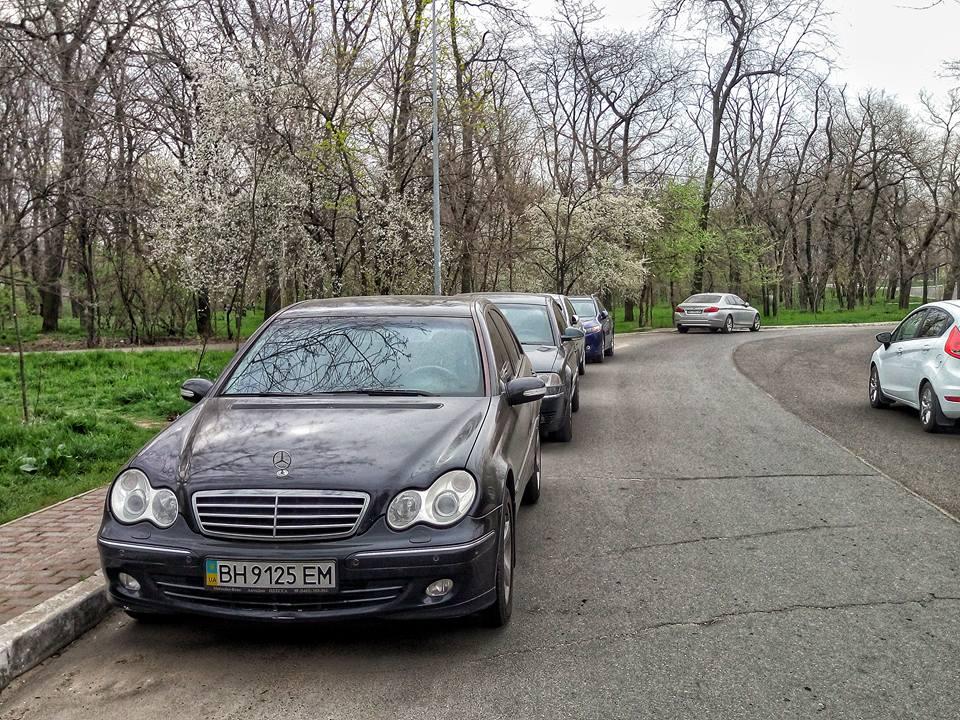 ситихийная парковка в парке Шевченко